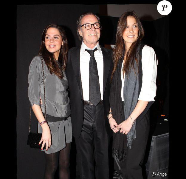 Michel Leeb s'est rendu aux Invalides (Paris), pour le Festival  Automobile International, vendredi 28 janvier, en compagnie de ses filles Elsa et Fanny.