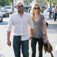 Jason Statham et Rosie Huntington-Whiteley : promenade en amoureux à Beverly Hills le 5 février 2011