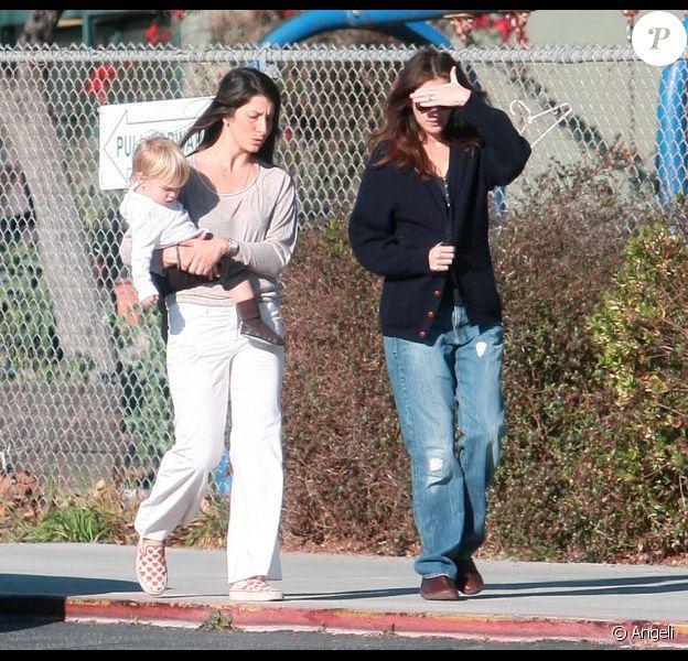 Julia Roberts va chercher son fils Henry Daniel à l'école, le 28 janvier 2011, à Los Angeles