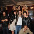 Tous les candidats des Anges de la télé-réalité (émission NRJ 12) entourent Matthieu Delormeau au Hard Rock Café - 9 février 2011