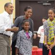 Michelle Obama et son époux Barack entourés de leurs filles en janvier 2011