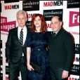 La ravissante Christina Hendricks, entourée de John Slaterry et Matthew Weiner, lors de la rencontre avec les fans de la série  Mad Men , au Forum des Images, à Paris, le 9 février 2011.