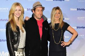Jennifer Aniston s'impose face à la bombe Brooklyn Decker et Adam Sandler !