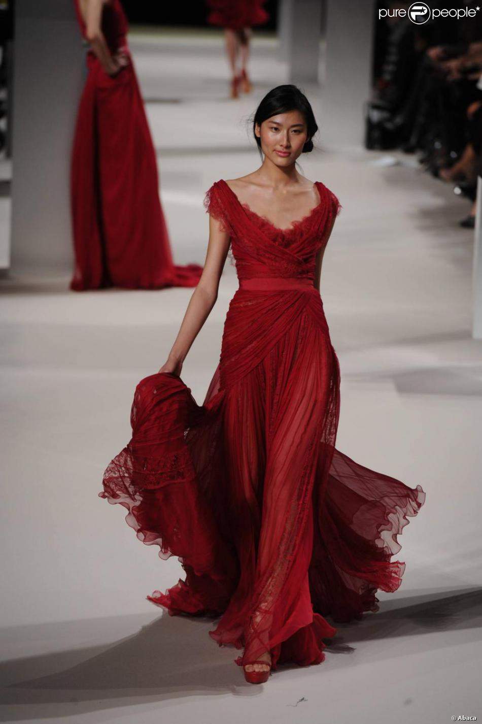 Longue robe rouge haute couture