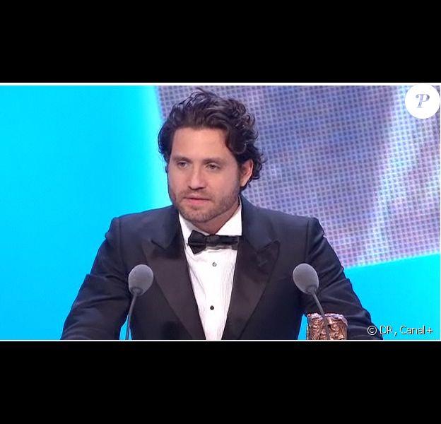 Edgar Ramirez reçoit le prix du Meilleur espoir masculin pour son rôle dans Carlos, lors de la 36e nuit des César, vendredi 25 février 2011.