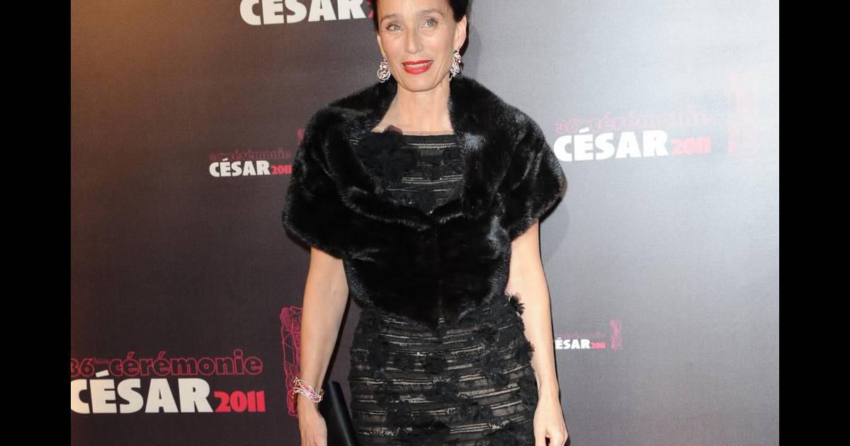 f483ab45dde Kristin Scott Thomas a fait confiance au couturier Elie Saab lors de la  cérémonie des César le 25 février 2011. - Purepeople
