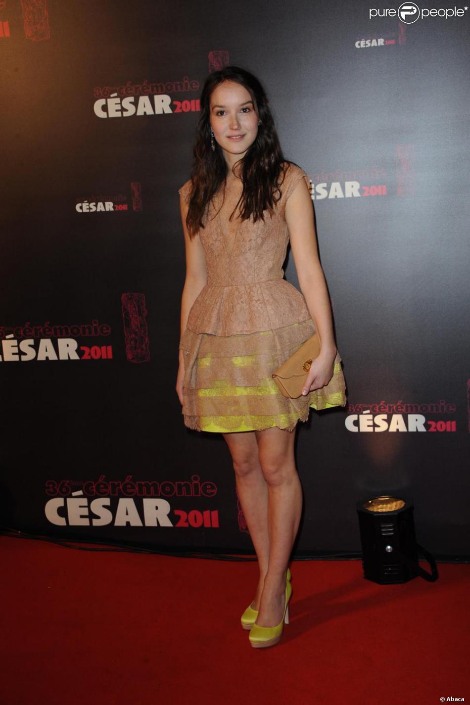 ba0104f48f9 Anaïs Demoustier était ravissante dans une robe bicolore lors de la  cérémonie des César le 25 février 2011.