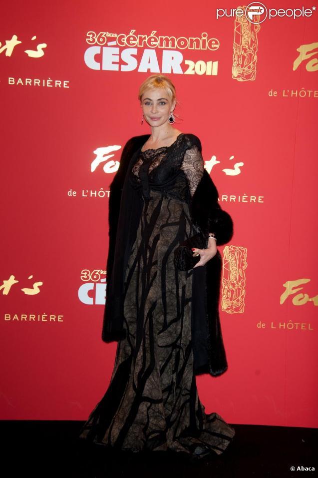 cdfbf75ccd5 Emmanuelle Béart portait une robe Elie Saab lors de la cérémonie des César  le 25 février