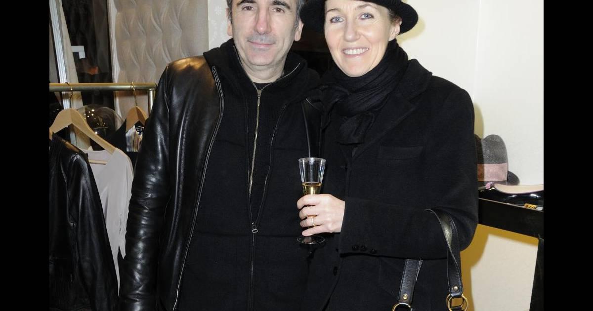 philippe harel et sa femme l 39 ouverture de la boutique divine parisienne paris le 3 mars 2011. Black Bedroom Furniture Sets. Home Design Ideas