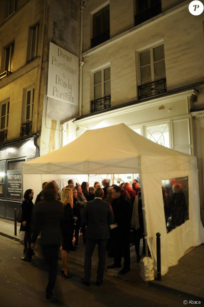 ouverture de la boutique divine parisienne paris le 3 mars 2011. Black Bedroom Furniture Sets. Home Design Ideas