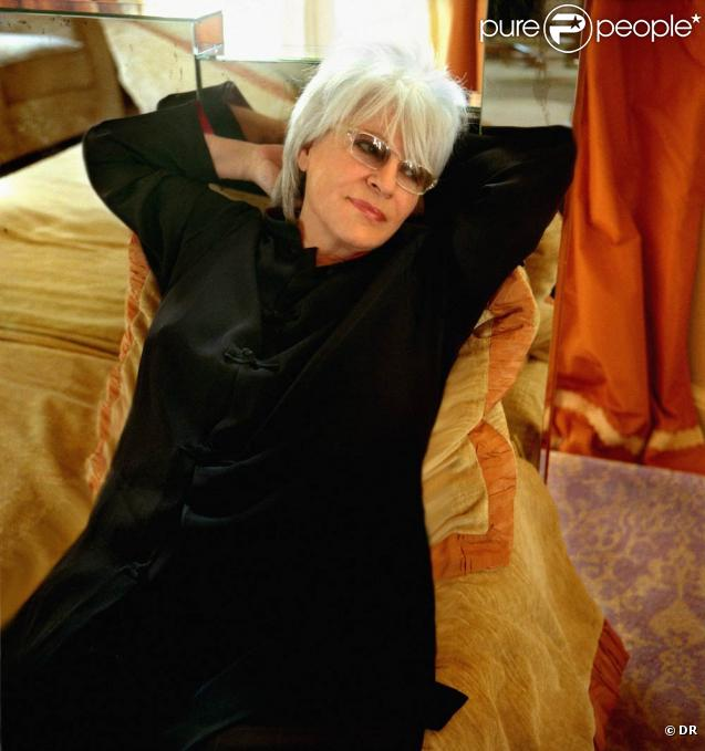Catherine Lara signe un album de reprises hommage à Léo Ferré,  Une Voix pour Léo , à paraître le 14 mars 2011.