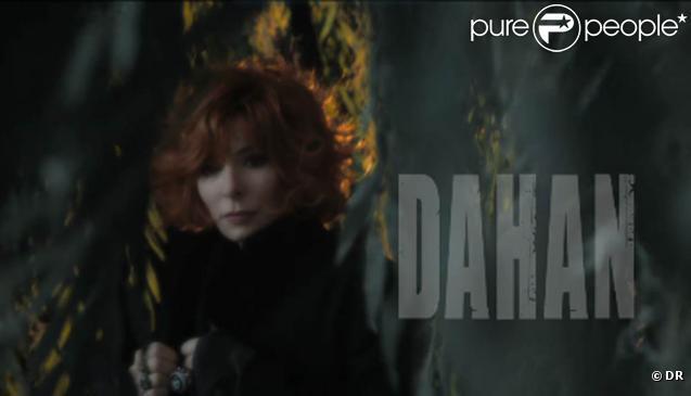 Olivier Dahan a été choisi pour réaliser le clip du single titre de l'album  Bleu noir  de Mylène Farmer. De premières images ont été révélées le 7 mars 2011.
