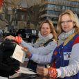 Natalia Dinge Sklenarikova et Marie-Hélène Ménager au coup d'envoi du Rallye des Gazelles 2011, le 19 mars 2011, à Sète.