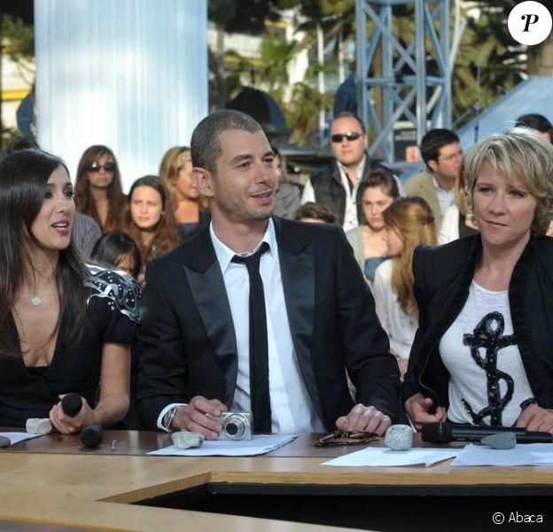 Ali Baddou, Elise Chassaing et Ariane Massenet, sur le plateau du Grand Journal, festival de Cannes, le 14 mai 2010