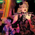 Diva fascinante et objet de fantasmes, Arielle Dombasle apparaît captivante, sublimée par Ali Mahdavi, dans le clip de  Porque te vas , premier extrait de son album  Diva Latina .