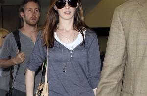 Anne Hathaway voyage toujours avec style !