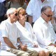 Nadine Trintignant, Alain Corneau et Jean-Louis Trintignant aux obsèques de Marie Trintignant, le 7 août 2003.