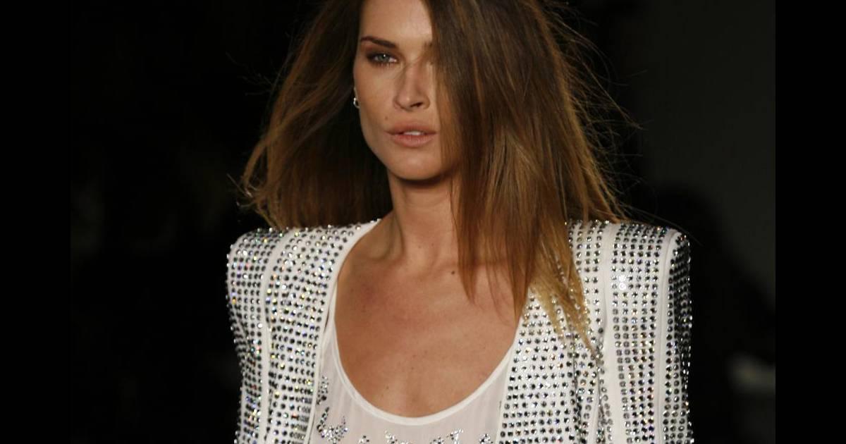 new york cheap good quality Défilé Balmain et l'une des pièces phares : la veste à ...
