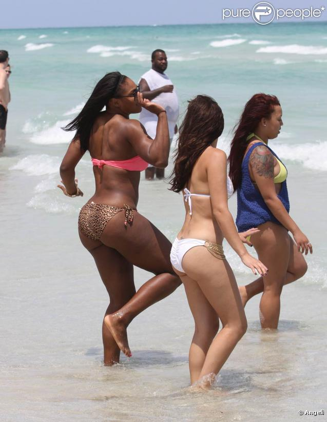 598170-serena-williams-sur-la-plage-de-miami-637x0-1