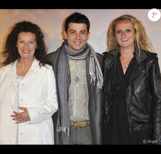 Anne Jousset, Jimmy Chatras et Aurore Auteuil lors de l'avant-première de La Fille du puisatier à Paris le 14 avril 2011