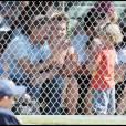 Britney Spears assiste, en compagnie de Jason Trawick, et du cadet de ses fils, Jayden James, quatre ans, au match de baseball de son petit Sean Preston, cinq ans, à Los Angeles, dimanche 17 avril.