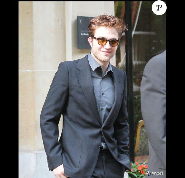 Reese Witherspoon Robert Pattinson profite de son séjour parisien pour décrouvrir la capitale