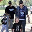 Kevin Federline et sa fiancée Victoria Prince, enceinte, assistent au match de baseball de Sean Preston, samedi 30 avril à Los Angeles.