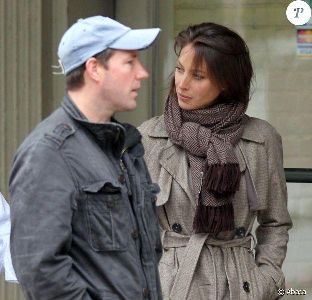 Edward Burns et sa femme Christy Turlington se prêtent au jeu des interviews dans la quartier de Tribecca. New York, 15 avril 2011