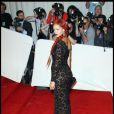 Rihanna en robe ultra-moulante et jouant sur la transparence signée Stella McCartney. MET Ball, le 2 mai 2011