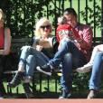 Gwen Stefani et Gavin Rossdale passent du temps avec leurs deux enfants Zuma et Kingston à Londres. Ils s'occupent avec bonheur du bébé d'une amie. 3 mai 2011