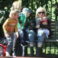 Gwen Stefani, Gavin Rossdale et leurs deux enfants Zuma et Kingston à Londres. 3 mai 2011