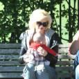 Gwen Stefani et Gavin Rossdale sont avec leurs deux enfants Zuma et Kingston à Londres. Ils pouponnent le bébé d'une amie. 3 mai 2011