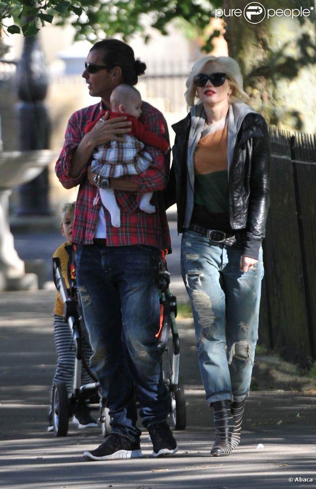 Gwen Stefani et Gavin Rossdale sont avec leurs deux enfants Zuma et Kingston à Londres. Ils chouchoutent le bébé d'une amie. 3 mai 2011