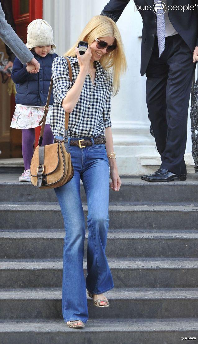 Schiffer va chercher ses enfants à l'école. londres, 3 mai 2011