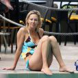 Heather Locklear en bikini : pas mal, la quadra !