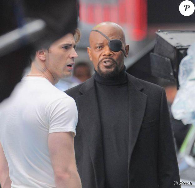 Samuel L. Jackson et Chris Evans à l'occasion du tournage de Avengers, en avril 2011, à New York.