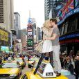 Anja Rubik et Sasha Knezevic provoque un embouteillage pour les besoins d'une pub. New York, 22 avril 2011