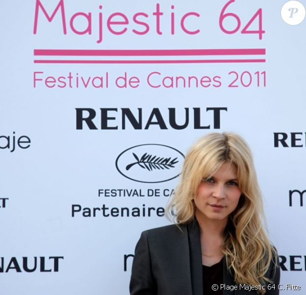 Clémence Poésy sur la plage du Majestic 64 à Cannes le 12 mai 2011