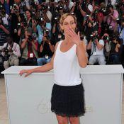 Cannes 2011 : Cécile de France offre à son public une cascade de baisers !