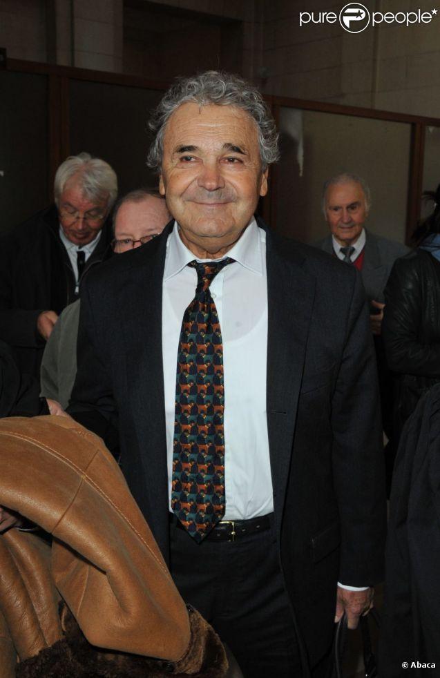 Pierre Perret arive au Palais de Justice de Paris, le 22 mars 2011.
