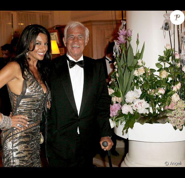 Barbara Gandolfi et Jean-Paul Belmondo lors du dîner au Carlton après son hommage au festival de Cannes le 17 mai 2011