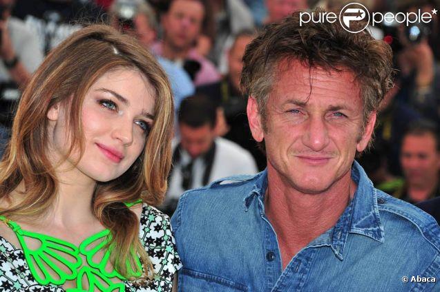 Eve Hewson et Sean Penn à l'occasion du photocall de  There Must Be The Place , présenté en compétition lors du 64e Festival de Cannes, le 20 mai 2011.