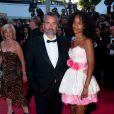 Luc Besson et sa femme Virginie Silla sur le tapis rouge cannois pour le film La Source des Femmes, le 21 mai 2011
