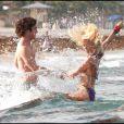 Julianne Hough et Diego Bonita sur le tournage de Rock of Ages le 23 mai 2011 : Ils surfent sur la vague de l'amour