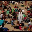Dans le clip très réussi du premier single  La banane   ,   seul un habile contre-jour empêche Philippe Katerine de dévoiler l'intégralité de son anatomie sur une plage. Une vidéo audacieuse qui lui a valu la Victoire de la Musique du meilleur clip vidéo.