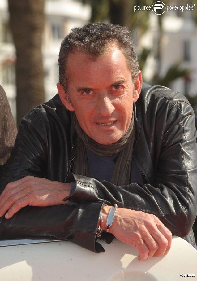 Christophe Dechavanne présente The Hand durant le MIPTV 2010à Cannes en avril 2010