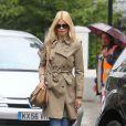 Claudia Schiffer à la sortie de l'école de ses enfants le 6 juin à Londres dans un parfait look