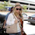Jessica Simpson s'envole pour New York pour passer le week end à l'université de Yale avec son fiancé et la famille de Jessica Alba. Los Angeles, 31 mai 2011