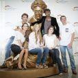 Toute l'équipe des Mystères de l'amour est réunie sur le tapis rouge lors du 51ème festival de la télévision de Monte-Carlo, jeudi 9 juin 2011.