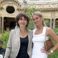 Pour sa troisième édition, la soirée de gala annuelle de la marque Longines, donnée samedi 4 juin 2011 en marge de Roland-Garros, récompensait Jim Courier. Tatiana Golovin pose avec l'ancienne championne Virginia Ruzici.